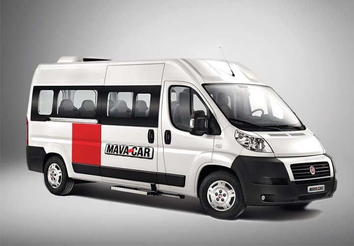 Pulmino 9 posti con logo Mavacar